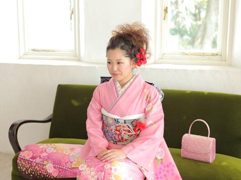 ピンクの振袖で神戸の成人式