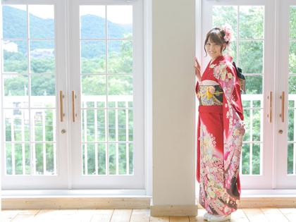 かわいい赤の振袖 神戸市の成人式はえり正が一番