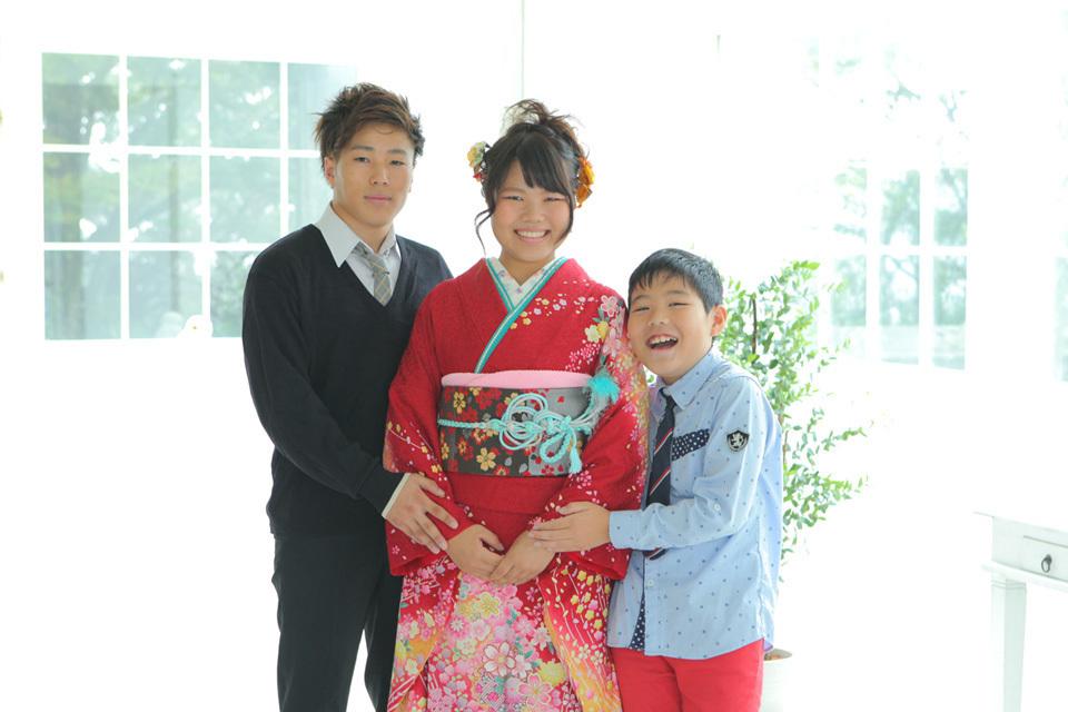 兄弟や姉妹で成人式の家族写真