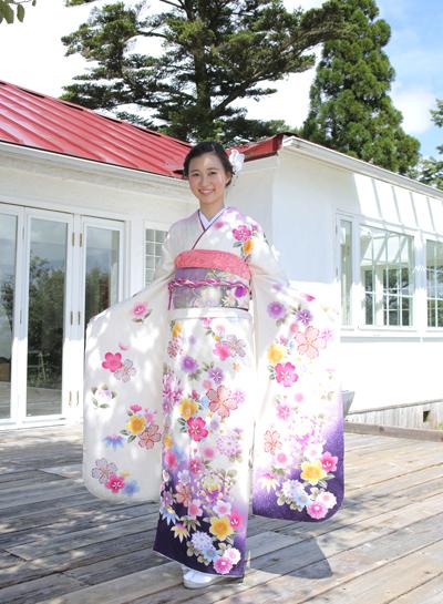白の振袖_神戸の着物