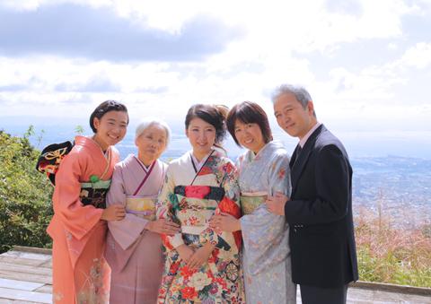 六甲山で家族の記念撮影