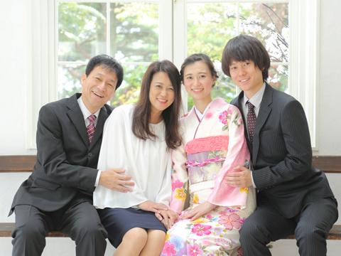 成人式でお宮参り以来の家族写真