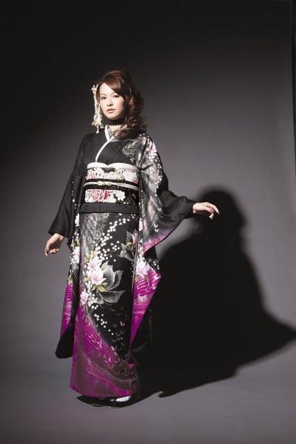 黒地の振袖|神戸の成人式