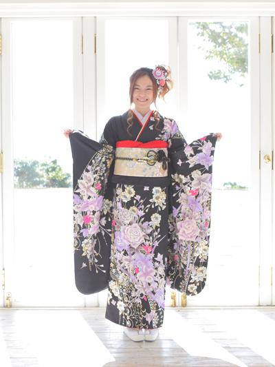 黒の振袖で神戸の成人式