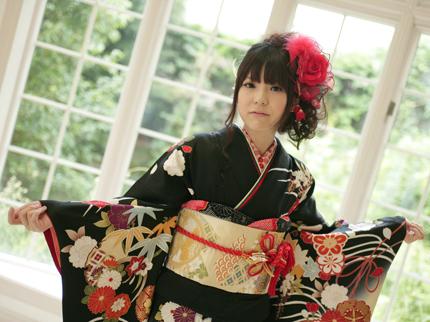 古典柄の艶やかな着物に、ぴったりの素敵な帯も選んでいただきました。