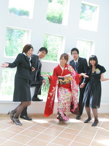 赤の振袖|姉妹や兄弟で、楽しい成人式の前撮りを。